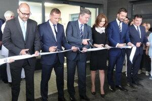 Vynovenú budovu slávnostne otvorila ministerka A. Kalavská.