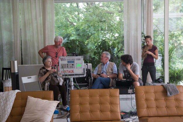 Autor knihy The Glass room Simon Mawer na nakrúcaní s producentom filmu Rudolfom Biermannom.