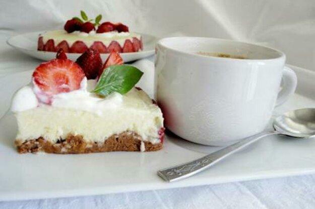 Nepečená vanilková tortička s jahodami