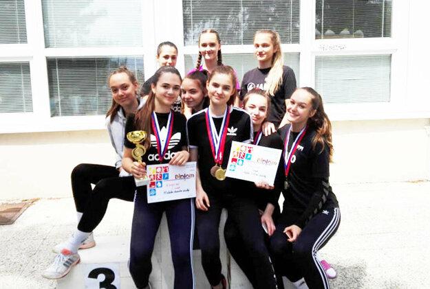 Dievčatá zo ZŠ Hollého obsadili druhé miesto v poradí družstiev.
