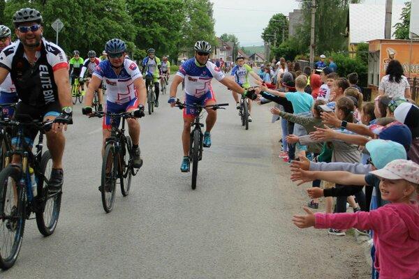 V Liesku čakali cyklistov deti zo základnej i materskej školy.
