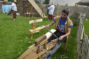Študent odboru Spracovanie dreva.