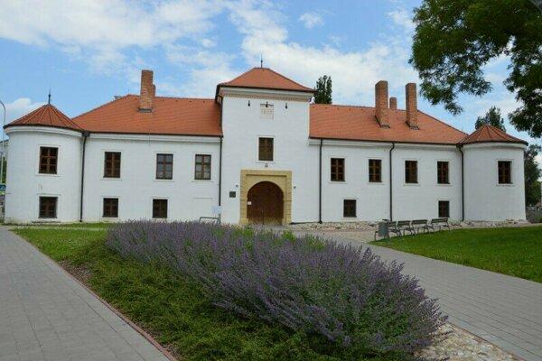 Archív sídli v priestoroch Renesančného kaštieľa.