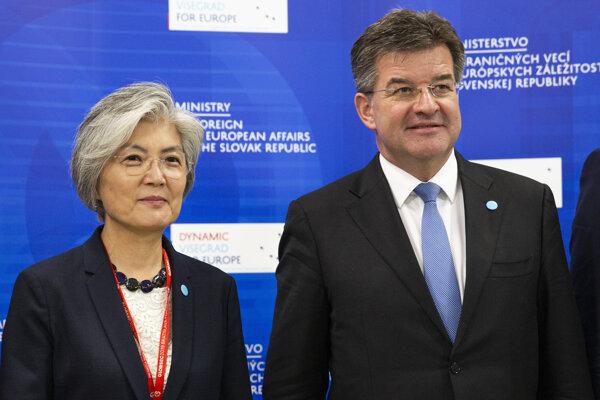 minister zahraničných vecí a európskych záležitostí SR Miroslav Lajčák a ministerka zahraničných vecí Kórejskej republiky Kang Kyung-wha.
