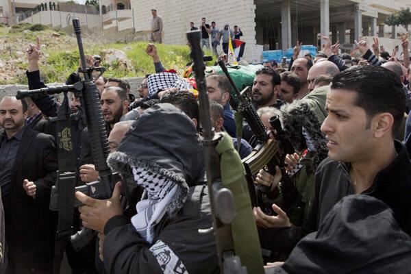 Izrael obviňuje médiá z podnecovania násilností.