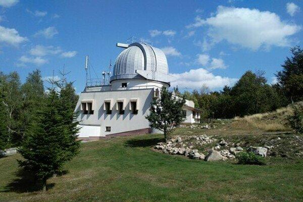 Astronomické a geofyzikálne observatórium (AGO) Modra-Piesok je profesionálnym výskumným a vzdelávacím pracoviskom Univerzity Komenského v Bratislave.
