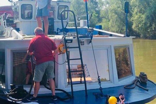 Výletná loď dorazila do prístavu v obci Viničky (okres Trebišov).