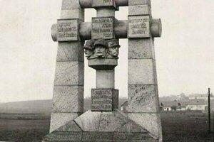 Originál pamätníka, ktorý nechali komunisti odstrániť.