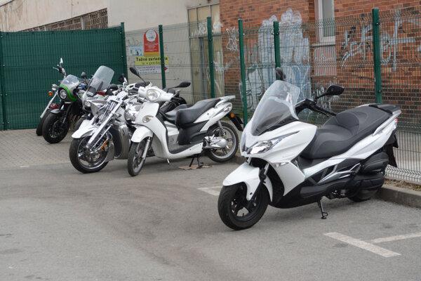 Firma, kde je šéf vodární Hreha spoločníkom, predáva motorky.