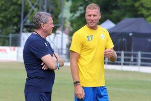 Adam Nemec na tréningu FK Pohronie s otcom Milanom Nemcom, ktorý fortunaligového nováčika zo Žiaru trénuje.