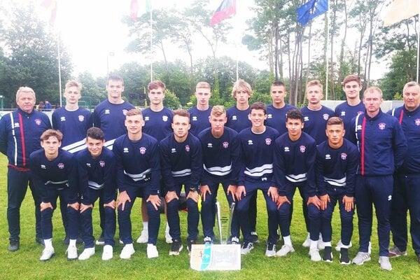 Mladší dorastenci PFA ViOn U17 boli na turnaji vo Francúzsku.