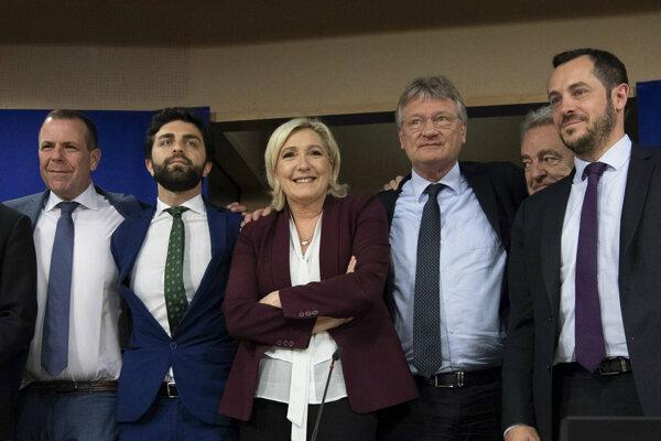 Harald Vilimsky (Rak.), Marco Zanni, Marine Le Penová, Joerg Meuthen, Gerolf Annemans (Belg.), Nicolas Bay (Fr.)