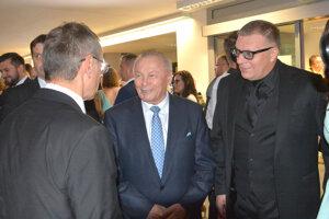 Nechýbal ani exprezident Rudolf Schuster. Na snímke s konateľom spoločnosti Art Film Fest Jánom Kováčikom a umeleckým riaditeľom festivalu Petrom Nágelom.