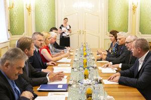 Rokovanie vlády Petra Pellegriniho s Konfederáciou odborových zväzov.