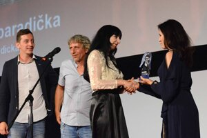 Rodina Staviarskych z Prešova si prevzala Modrého anjela za film Loli paradička.