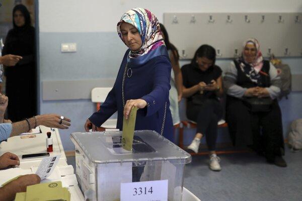 Voliči v Istanbule majú možnosť ísť voliť v opakovaných komunálnych voľbách.