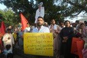 Proti politike vlády protestujú aj obyvatelia Pakistanu.