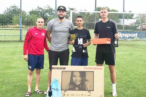 Zľava Lukáš Herák z FC Pata, Michal Cicák, David Vaško a Matej Franko.