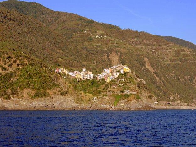 Jedna z dediniek v útese