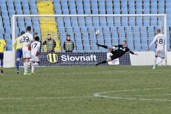 Jeden z trenčianskych gólov strelil z bieleho bodu Ryan Koolwijk.