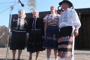 Členovia miestneho súboru Podhorčan.