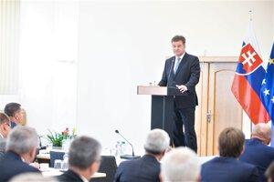 Minister zahraničných vecí a európskych záležitostí SR Miroslav Lajčák (vpredu) počas otvorenia porady vedúcich zastupiteľských úradov SR v zahraničí.