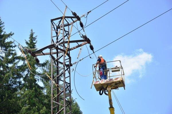 Po minuloročných investíciách do elektrického vedenia na Kysuciach v oblasti Makova pokračuje SSD dvoma ďalšími akciami.
