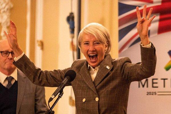 Emma Thompson predstavuje ženský ekvivalent Donalda Trumpa vo Veľkej Británii.