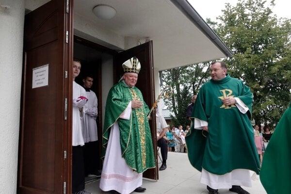 Budovu požehnal nitriansky biskup Viliam Judák.