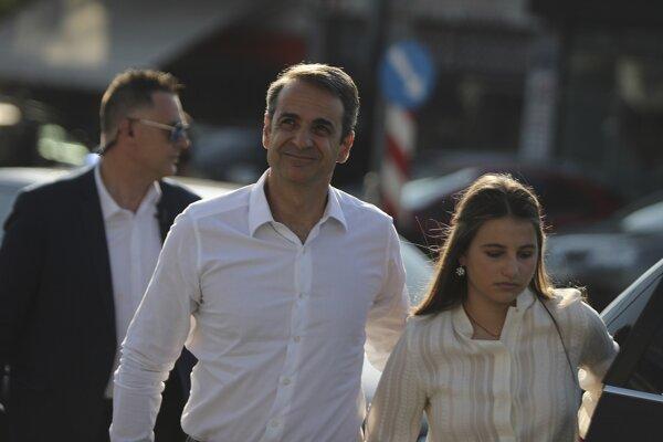 Víťaz gréckych volieb Kyriakos Mitsotakis s dcérou Dafni.