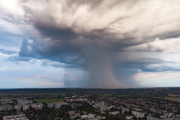 Silné búrky narušili dopravu v Nemecku a spôsobili zranenia