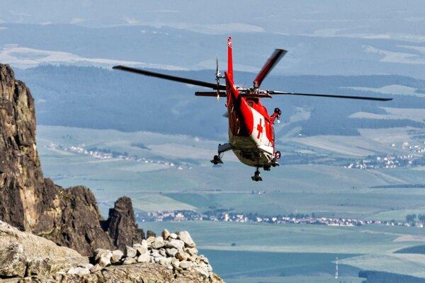 Na miesto smerovali leteckí záchranári s príslušníkom HZS na palube. Turistovu však pomôcť už nedokázali.