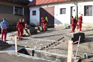 Nájazd do hasičskej zbrojnice v Leštinách.
