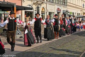 Karičku si zatancovali aj folkloristi spod Slovinských Álp, z Predvora.