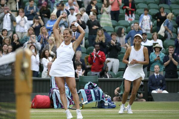 Barbora Strýcová (vľavo) a Su-Wei Hsieh sa tešia z víťazstva.