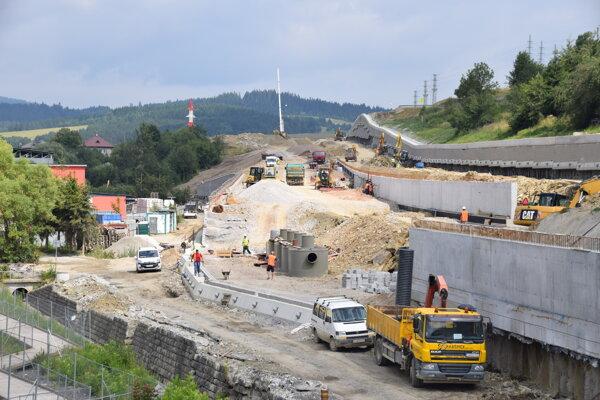 Čadca - stavebné práce, diaľnica.