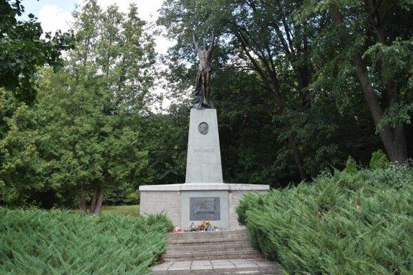 Hrobka Madáchovcov v parku v Dolnej Strehovej.