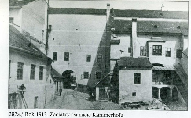 1913. Začiatok asanácie Kammerhofu.
