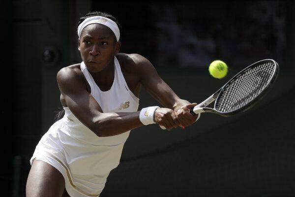 Cori Gauffová v zápase proti Simone Halepovej na Wimbledone 2019.