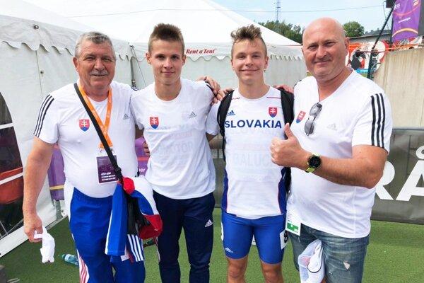 Úspešní slovenskí prekážkari s trénermi - zľava Jozef Gál, Patrik Dömötör, Matej Baluch a Edmund Kováč.