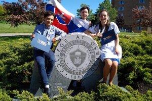 Svetlana (vpravo) počas pobytu v americkom Oswegu.