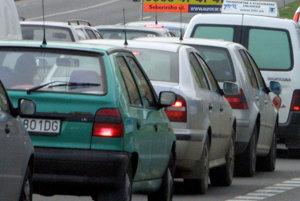 Kolóny a zápchy sa v najbližších dňoch môžu tvoriť na hlavných cestných ťahoch a v blízkosti nákupných centier.