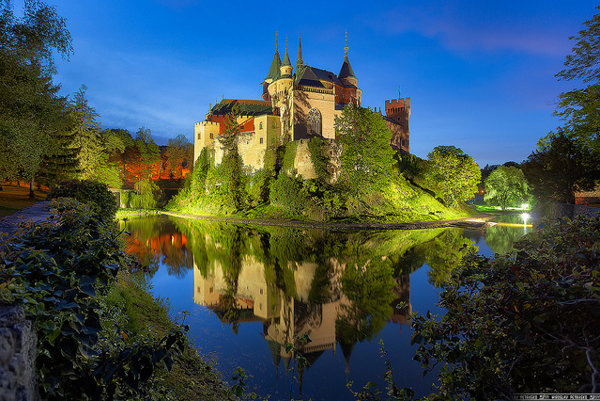 Dnešná podoba Bojníc čerpala inšpiráciu z francúzskych hradov na rieke Loira.