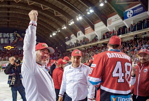 Prezident HC'05 Banská Bystrica Juraj Koval (vľavo).