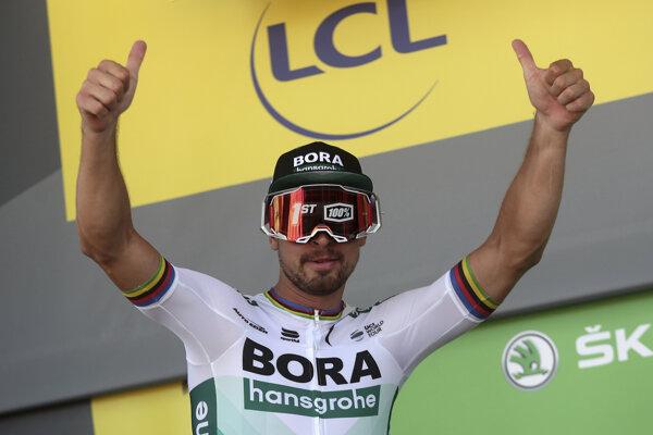 Slovenský cyklista Peter Sagan sa teší na pódiu po výhre v 5. etape 106. ročníka Tour de France v stredu 10. júla 2019.