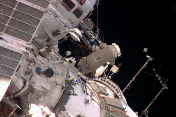 Zábery z výstupu do voľného priestoru.