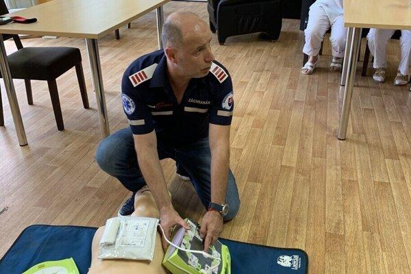 Zamestnanci zdravotného úseku prešli odborným školením manažérmi zdravotníckeho úseku košickej záchranky.