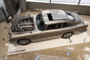 Špeciálne upravený automobil agenta Jej Veličenstva.