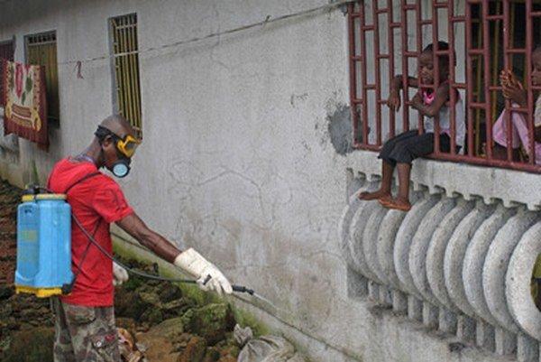 Dezinfekcia v libérijskom meste Monrovia.