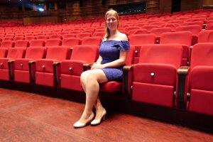 Janka vyštudovala operný spev na košickom konzervatóriu a mieri ďalej na Ostravskú univerzitu.